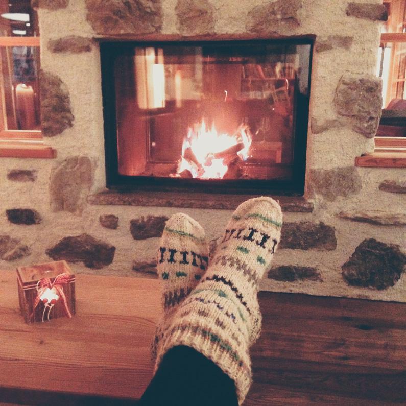 gezelligheid winter: voetjes voor de haard