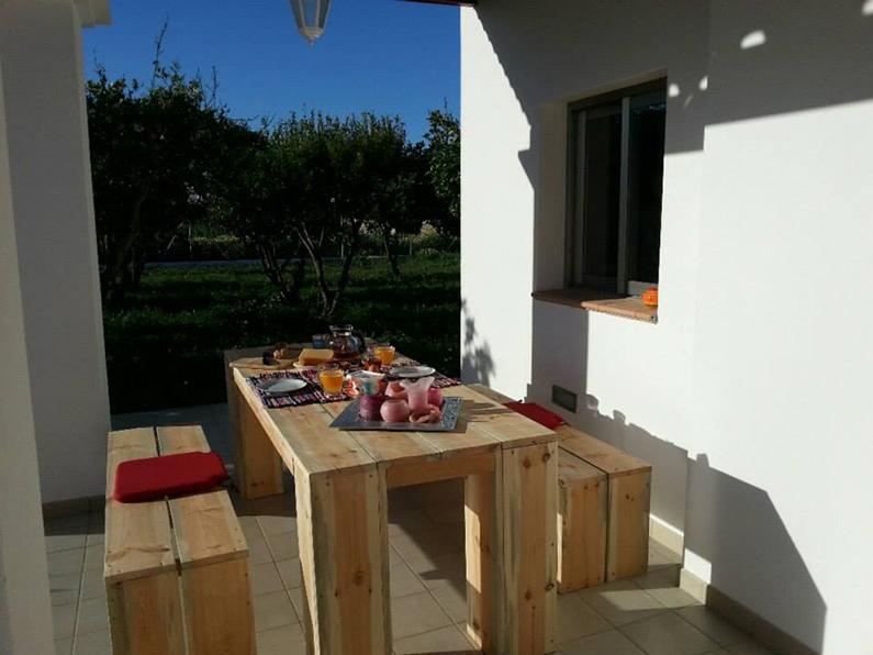 casa-ibiza-goedkoop-huis-huren-ontbijt