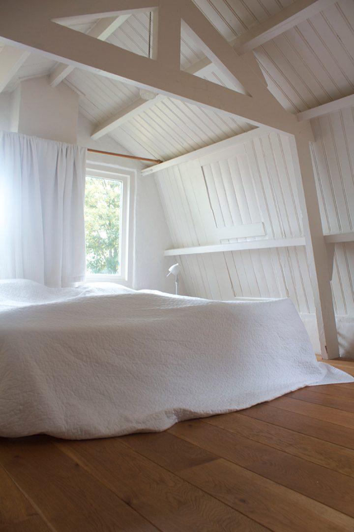 de volgende dag slapen we uit en genieten vanuit ons bed van het uitzicht op de weilanden hier kan ik wel aan wennen hoewel het eind oktober is