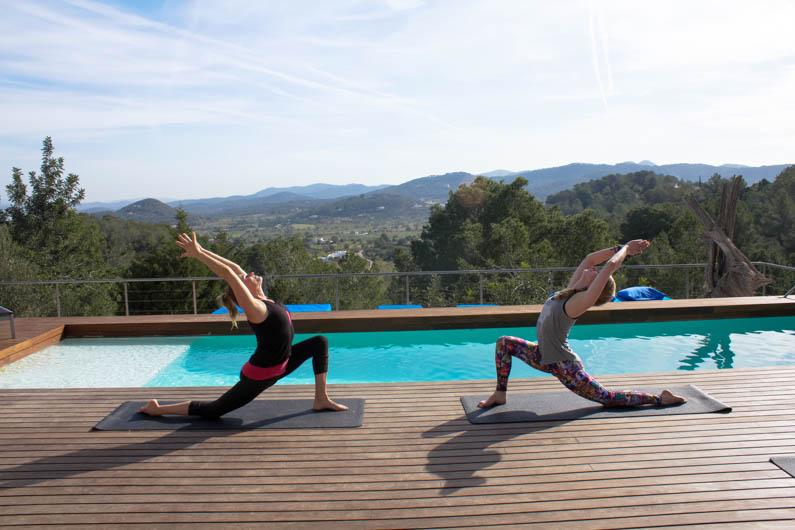 zonnegroet yoga ibiza met anneke van bokhoven en alyssa demkes-wegman
