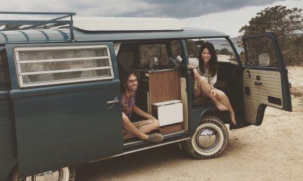 Vintage Volkswagen bus op Ibiza