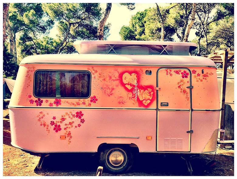 oude-hippie-caravan-huren-camping-ibiza