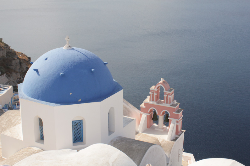 How to survive Oia (Santorini)