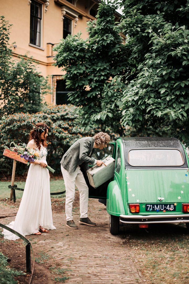 boho bruiloft inspiratie trouwauto