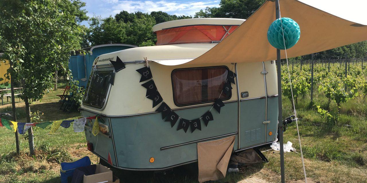 Vintage caravan gehuurd