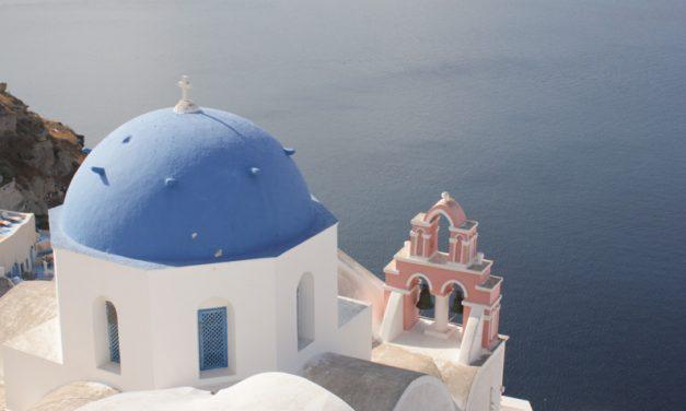 How to survive Oia (Santorini)